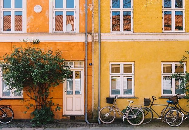 The Colors of Copenhagen – Houses in Every Shade
