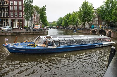 Sustainable Sailing with Electric Canal Boat