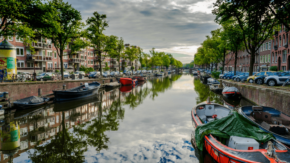 Weekend in Amsterdam - Amsterdam Canals.png