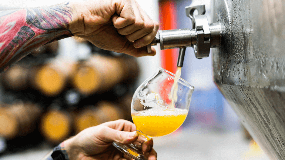 Craft beer tasting rooms in Amsterdam - tapping.png
