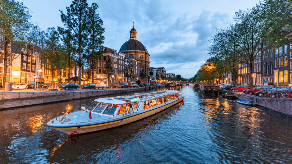 Amsterdam Christmas - canal cruise.png