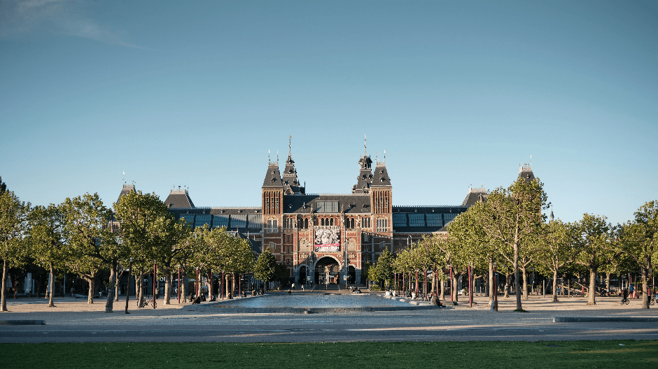 Open museums and attractions in Amsterdam