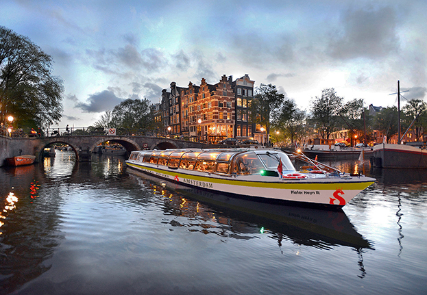 Amsterdam Dinner Cruise_Dinner at the Amsterdam Canals