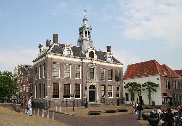 Bus excursion Edam Town hall