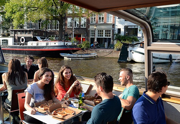 Pizza Cruise Amsterdam, evening cruise with food