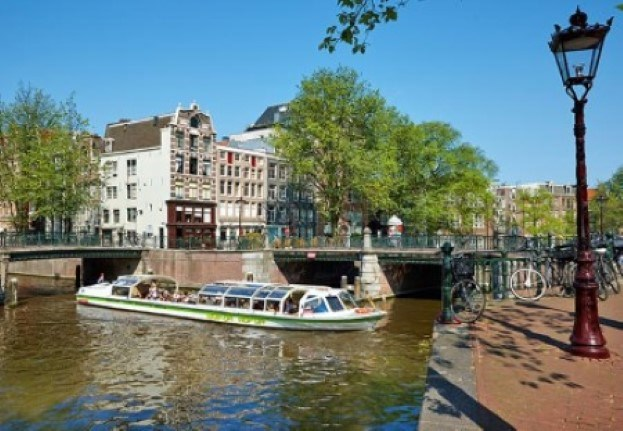 Hop On Hop Off_Amsterdam Canal Cruise