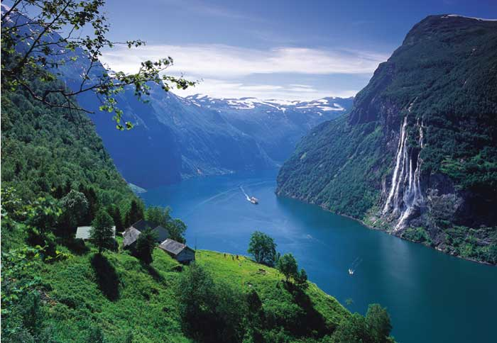Discover Geiranger with City Sightseeing hop on hop off © Visit Norway