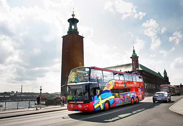 01_hop-on-hop-off-sightseeing-bus-stromma-stockholm